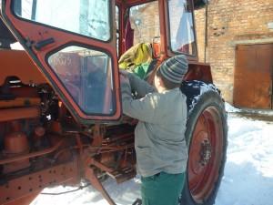 01-novini-2013-02-11-konkurs-fahovoji-majsternosti-traktorist-02