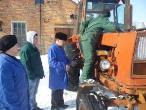 01-novini-2013-02-11-konkurs-fahovoji-majsternosti-traktorist-05