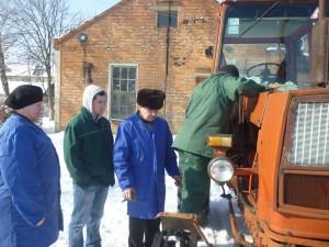01-novini-2013-02-11-konkurs-fahovoji-majsternosti-traktorist-06