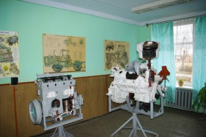 06-02-profesijno-teoretichna-pidgotovka-04-kabinet-budovi-traktoriv